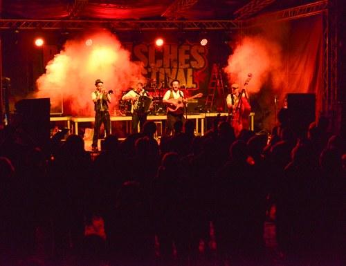 Rebellisches Musikfestival für und MIT Flüchtlingen gestartet!