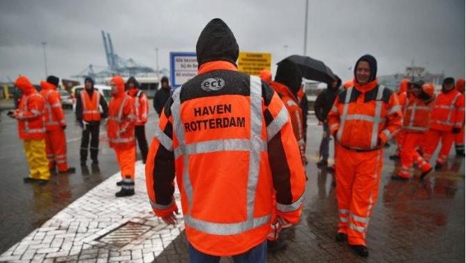 24 Stunden wurde kein Schiff gelöscht: Interview mit Jeroen Toussaint zum Hafenarbeiterstreik in Rotterdam