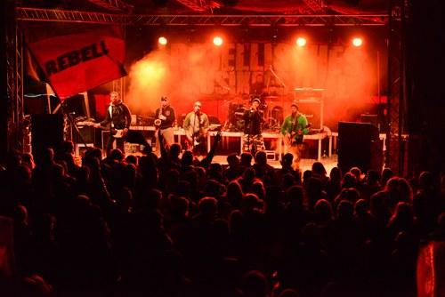 Rebellisches Musikfestival geht mit großem Fest der Verbrüderung zu Ende