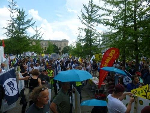 Kämpferische Demonstration für den weiteren Ausbau der Erneuerbaren Energien