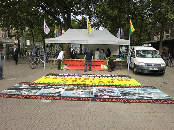Viel Interesse und Anteilnahme für kurdische Mahnwache in Düsseldorf