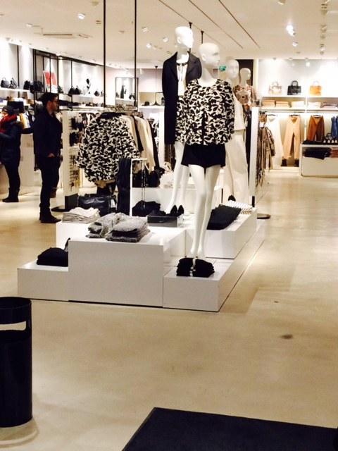 Einzelhandel: Mit weniger Personal auf größeren Verkaufsflächen länger geöffnet