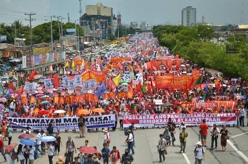30.000 Menschen bei Volksmarsch auf Manila