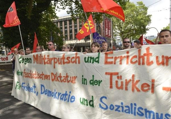 Farbenfrohe, kämpferische und internationalistische Demonstration für Demokratie und Freiheit in der Türkei