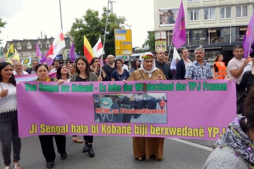 Bielefeld: 2.000 Ezidinnen und Eziden demonstrieren für Freiheit und Frieden