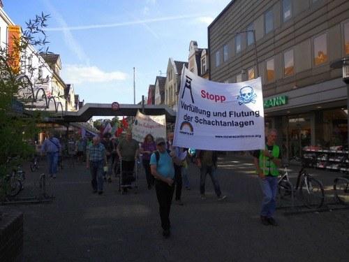 Gegner der Verfüllung und Flutung von Zechen demonstrieren in Marl