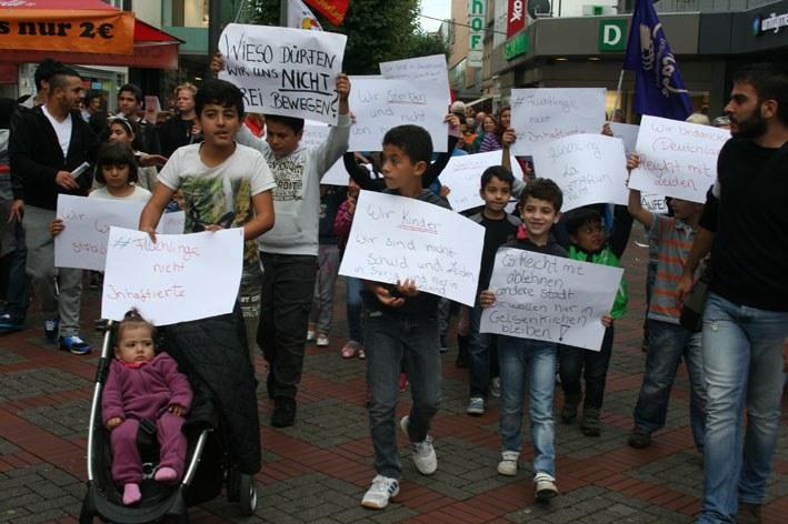 Gelsenkirchen: 400fach unterstrichen: Protest gegen verheerende Wohnsitzauflage