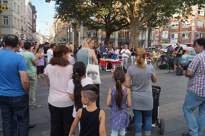 150 Menschen beim Antikriegstag in Wiesbaden