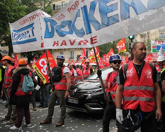 Frankreich: Streikende Docker festgenommen!