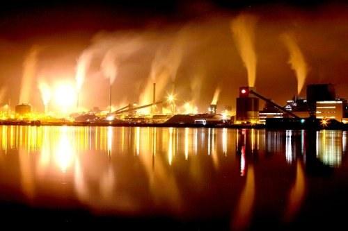 """Kollegen von Tata-Steel in Ijmuiden: """"Es braucht einen gemeinsamen Kampf""""!"""
