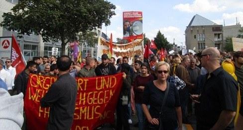 2.500 Menschen zeigten Flagge gegen faschistische Gewalt