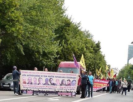 Kämpferische Kundgebung zur Solidarität mit den angeklagten ATIK-Aktivist(inn)en