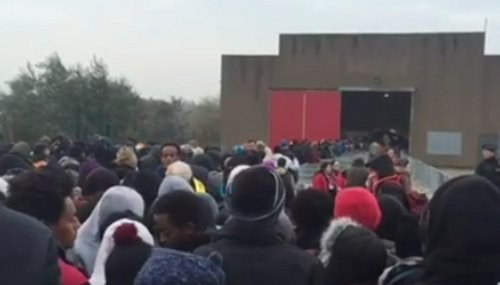 Nach rechts gerückte französische Regierung lässt Flüchtlingscamp von Calais gewaltsam räumen