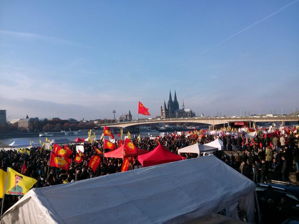 30.000 Menschen demonstrieren gegen Erdogan-Faschismus und für internationale Solidarität