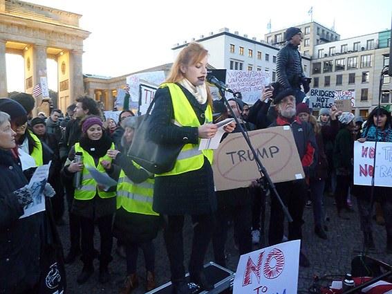 1.000 Teilnehmer/-innen bei Anti-Trump-Demo in Berlin