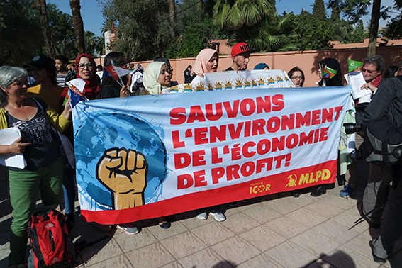 Farbenfroh und lautstark: Klima-Aktivisten aus aller Welt demonstrieren in Marrakesch