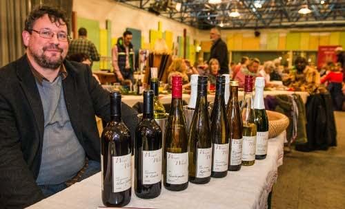Traditionelle Weinprobe auf dem Weihnachtsmarkt der Horster Mitte in Gelsenkirchen