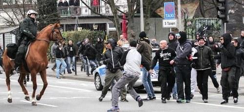"""Wuppertal: Prozess gegen faschistische """"Hooligans gegen Salafisten"""" wirft Fragen auf"""