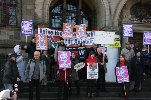 """Duisburg: Klimabündnis Niederrhein überreicht Unterschriften zur Ablehnung des """"Braunkohledeals"""""""