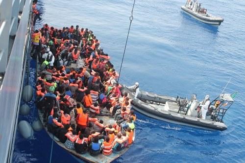 """Demonstration von Anwälten gegen """"Asylpaket II"""""""