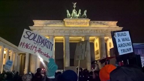 Berlin: Anti-Trump-Demo zum Brandenburger Tor