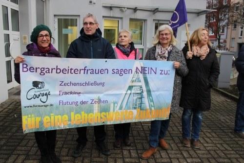 Deputatklau: Arbeitsgericht Herne entscheidet pro RAG - Kämpferische Protestaktion vor dem Gericht
