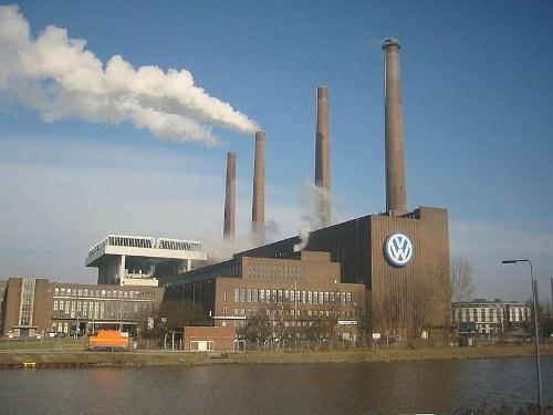 Proteste gegen VW-Chef Herbert Diess auf der Belegschaftsversammlung in Wolfsburg