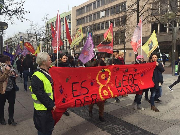 Duisburg: Frauentag bei strahlendem Frühlingswetter