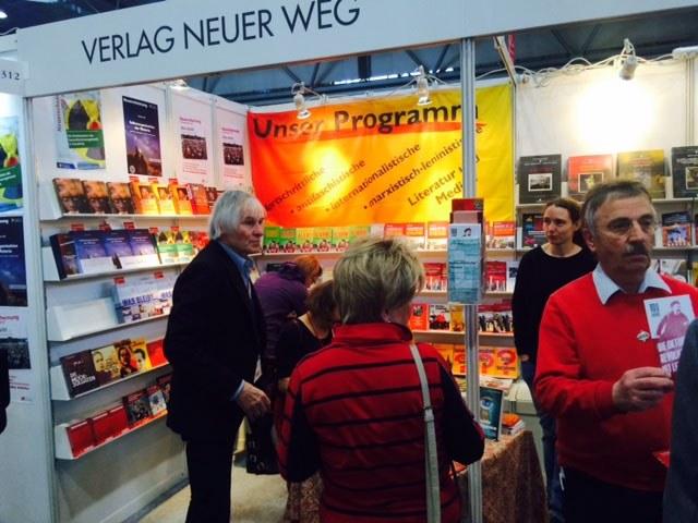 Gesellschaftliche Polarisierung prägt Buchmesse  – Verlag Neuer Weg mit fortschrittlichem und revolutionärem Programm