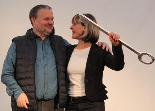 """""""Todo cambia"""" - großartiges Fest zur Übergabe des MLPD-Parteivorsitzes von Stefan Engel an Gabi Gärtner"""