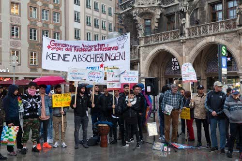 """München: """"Nedaje Afghan - Afghanischer Aufschrei"""" vor und im Rathaus"""