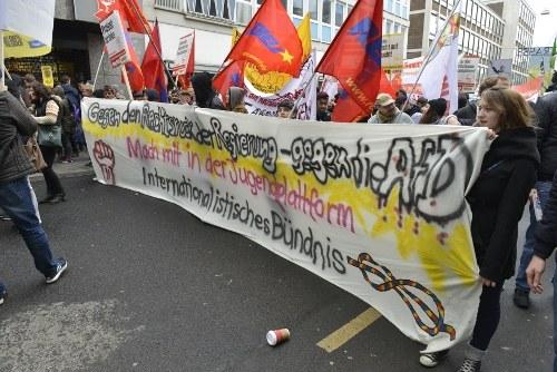 Breiter und vielfältiger Protest gegen den AfD-Parteitag in Köln - Internationalistische Liste/MLPD weckt Interesse