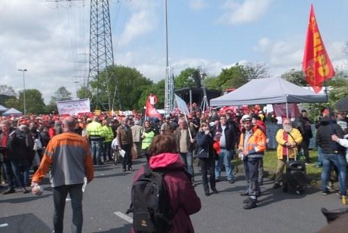7.000 Stahlarbeiter solidarisch im Kampf um jeden Arbeitsplatz