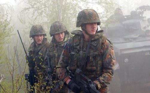 Bundeswehr-Soldaten im Einsatz (foto: SSGT Maria J. Lorente USAF)