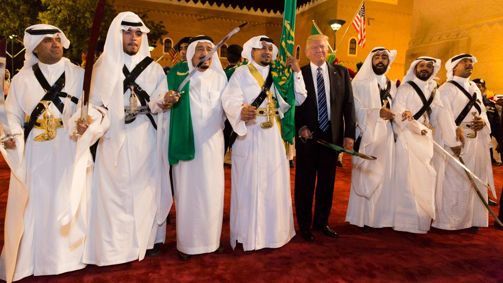 Donald Trump mit saudischen Scheichs (foto: President Trump's Trip Abroad)