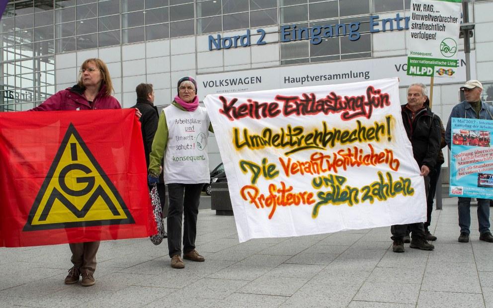 Gemeinsame Kundgebung von VW-Komitees vor der VW-Hauptversammlung am 10. Mai in Hannover (rf-foto)
