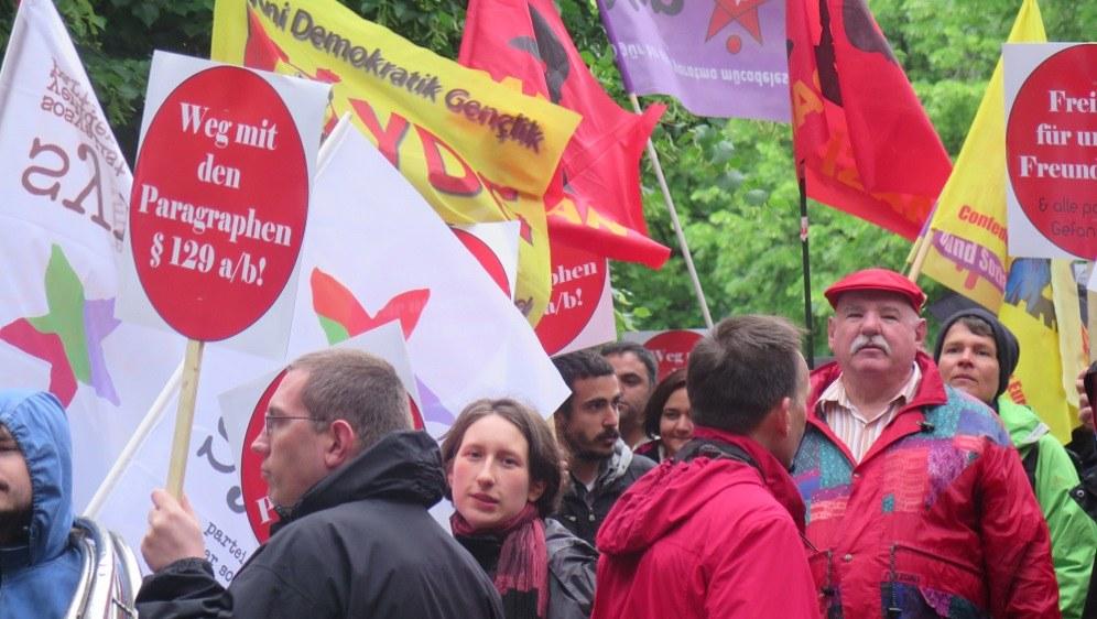 Internationale Solidarität - auch unter den Supportern der Angeklagten (rf-foto)