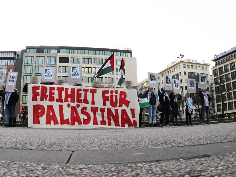 Antideutsche greifen Infostand zu Palästina an