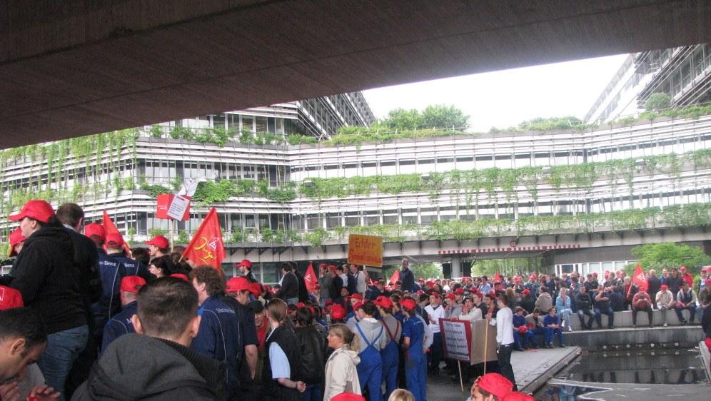 Betriebs- und Protestversammlung bei Daimler