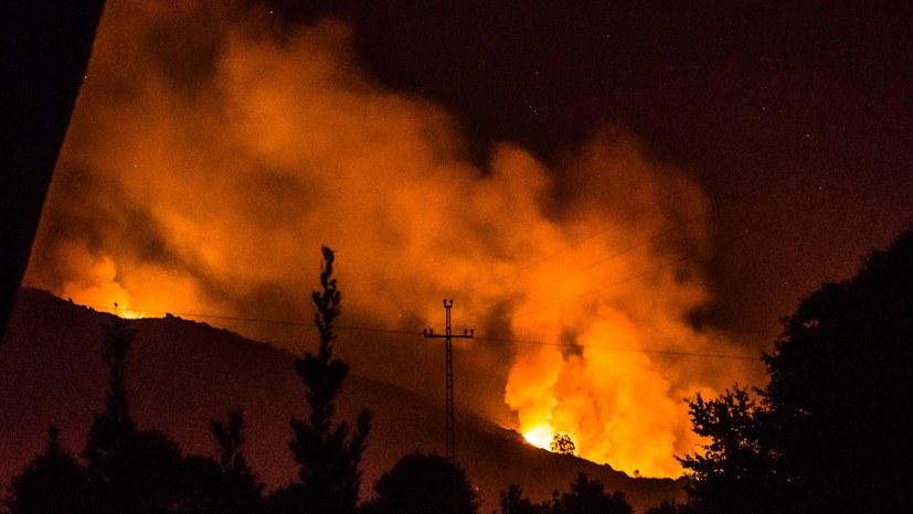 Gewaltige Feuerstürme fordern 61 Tote