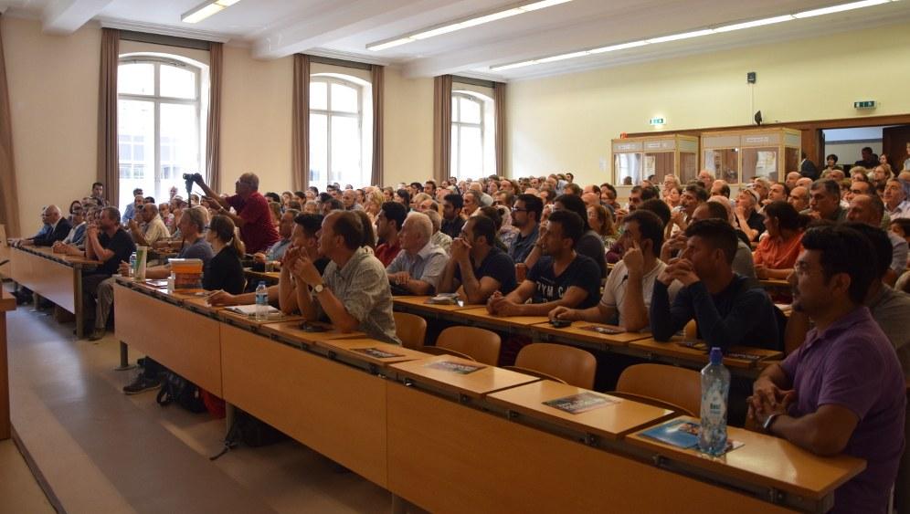 Die Anwesenden waren hochgespannt (rf-foto)