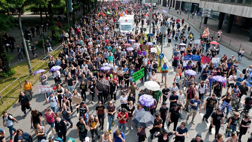 Die mächtige Demo vom Samstag mit mindestens 76.000 Teilnehmerinnen und Teilnehmern (rf-foto)