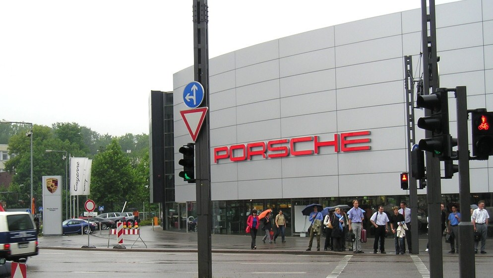 Porsche-Zentrum in Stuttgart-Zuffenhausen (rf-foto)