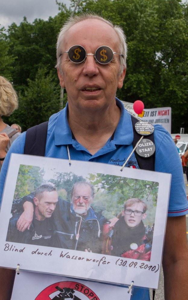 Protest gegen brutale Wasserwerfereinsätze der Polizei