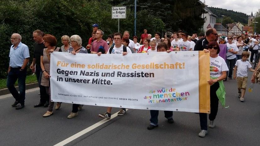 Antifaschistische Verbrüderung gegen Nazi-Konzert