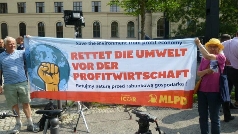 Vielfältiger Protest gegen Diesel-Marionettenshow