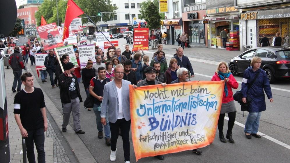 Richtige Antwort auf den Rechtsruck der deutschen Bundesregierung - Internationalistisches Bündnis (rf-foto)