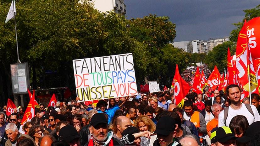 Erste Protestwelle gegen die neue Regierung