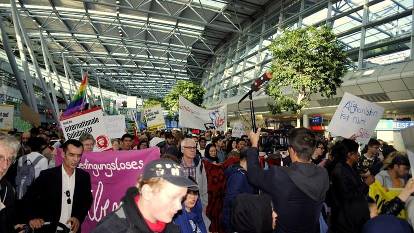 Protest gegen neue Abschiebungen nach Afghanistan