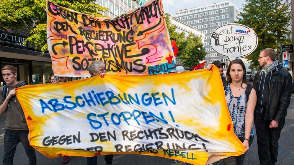 Demonstration gegen Abschiebungen in Düsseldorf (RF-Foto)